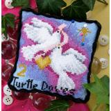 2 Turtle Doves Pincushion - Stickvorlage Bobbie G. Designs