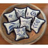 Priscillas Pocket Stickvorlage Stoneware Pinpillows III
