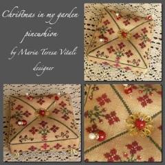 Christmas In My Garden Pincushion - Stickvorlage MTV Designs