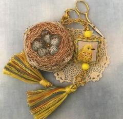 Crossed Wing Collection Stickvorlage Yellow Warbler Biscornest