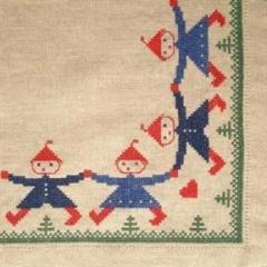 Stickpackung Haandarbejdets Fremme 29-3880,01 Weihnachtsbaumdecke Zwerge 138x138